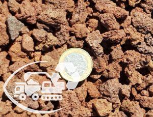 Pouzzolane-7-12-rouge-graviers-roses-sacs-de-graviers-centre-de-recyclage-Loire-materiaux-recycles-terre-vegetale-vente-de-graviers-en-sac-centre-de-valorisation-DIB-carriere-Loire